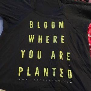 Tops - Bloom Conference Hawaii Tshirt